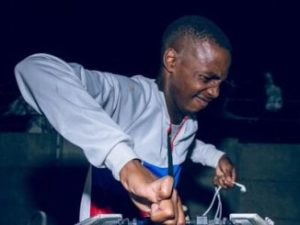 Dj Toolz – If Gqom Were Hunans ft. Mr Thela Mp3 download